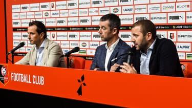Julien Stéphan avec Nicolas Holveck et Florian Maurice pendant une conférence de presse de Rennes