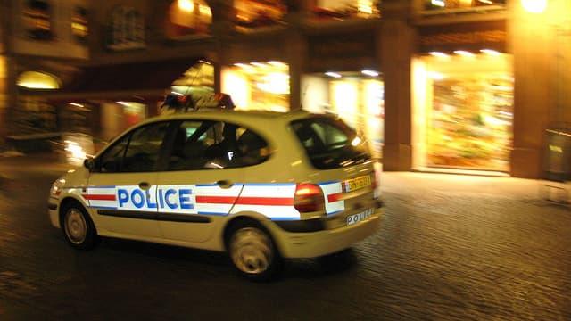 Voiture de police la nuit (photo d'illustration)