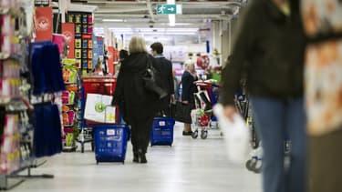 Carrefour accompagne par l'agence InProcess réinvente le caddy: place à une plate-forme pour sacs réutilisables.