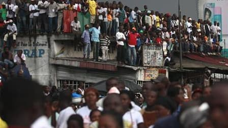 Partisans d'Alassane Ouattara, à Abidjan. Les électeurs ivoiriens ont commencé à se rendre aux urnes dimanche matin pour désigner leur prochain président lors d'un second tour qui a été précédé par des violences et des tensions entre les partisans de Laur