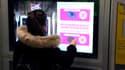 Des écrans pour faire des dons dans le métro