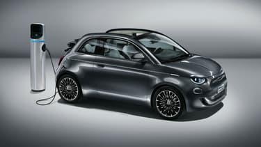 Fiat a dévoilé cette semaine sa nouvelle 500 qui ne sera commercialisée en Europe qu'en électrique.