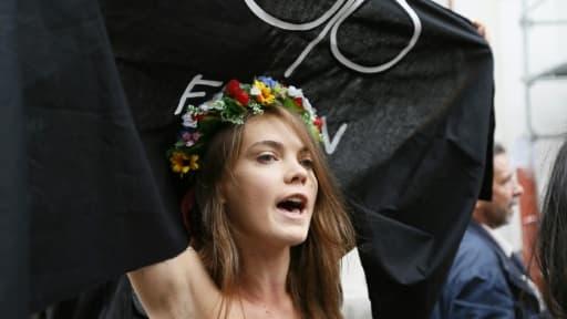 La cofondatrice du mouvement et ex-activiste Femen Oksana Chatchko, lors d'une manifestation à Paris le 18 septembre 2012