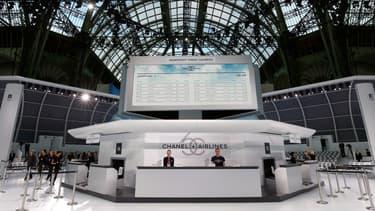 Pour présenter son vestiaire printemps-été 2016, Chanel avait conçu un décor d'aéroport sous le dôme de verre du Grand Palais.