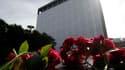 Devant le siège du gouvernement, dans le centre d'Oslo. Un an après le massacre commis par l'extrémiste de droite Anders Behring Breivik, des milliers de Norvégiens se sont rassemblés dimanche en silence devant ce bâtiment de la capitale et sur la petite