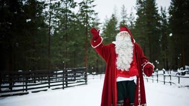 Le père noël (le vrai) prend la pose en Finlande, le 15 décembre 2011.