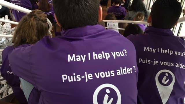 """Les """"volontaires du tourisme"""" seront identifiables à leur tenue violette."""