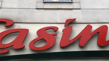 Casino offre 10% de réduction sur l'ensemble des achats tous les jours dans les hypermarchés et supermarchés du groupe, après souscription d'un abonnement de 10 euros par mois.