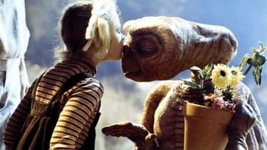 E.T. l'extraterrestre de Steven Spielberg a été retouché numériquement.