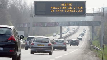 Durant l'épisode de pollution aux particules fines, la préfecture de Haute-Savoie recommande aux personnes vulnérables de limiter les déplacements sur les grands axes routiers (image d'illustration).
