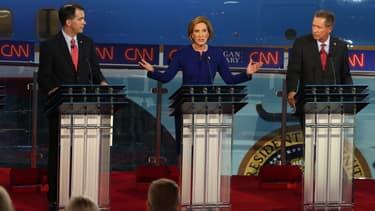 Carly Fiorina, entourée de ses rivaux Scott Walker, et John Kasich, mercredi 16 septembre, lors du deuxième débat des candidats républicains, sur CNN.