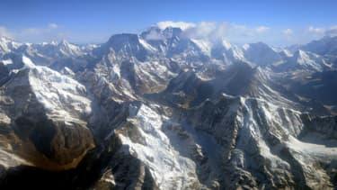 L'Everest dans la chaîne de montagnes de l'Himalaya.