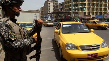 Un soldat à l'entrée de Bagdad, jeudi.