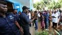 Devant un bureau de vote, à Abidjan. Les Ivoiriens votent pour le premier tour d'une élection présidentielle historique censée tourner la page d'une décennie de crise et de violences et mettre fin à la partition de facto du pays, avec cinq ans de retard s