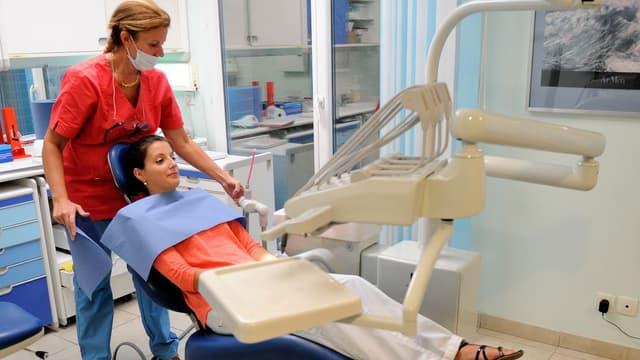 Les dentistes demandent une revalorisation des soins de base, comme les détartrages