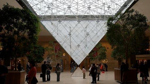 La galerie commerciale du Carrousel du Louvre accueille désormais un magasin Printemps dédié au  luxe.