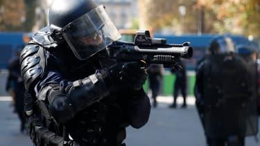 Un capitaine de police, hors service au moment des faits, a été interpellé ce samedi en marge des manifestations à Paris (PHOTO D'ILLUSTRATION)
