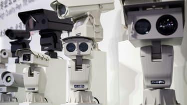 Des caméras de sécurité utilisant la reconnaissance faciale exposées lors d'un salon sur les systèmes de sécurité publique en octobre 2018 à Pékin
