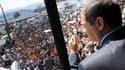 Le président équatorien Rafael Correa, lors d'un discours au siège de la police nationale à Quito, afin de négocier avec les policiers manifestant contre un projet de réduction de leurs primes. Rafael Correa a annoncé avoir été attaqué par des manifestant