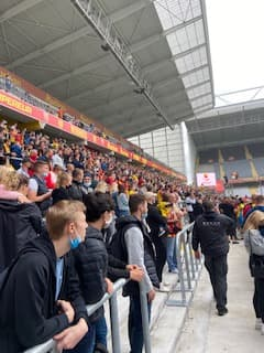 Les supporters lensois à l'entraînement avant le derby du Nord