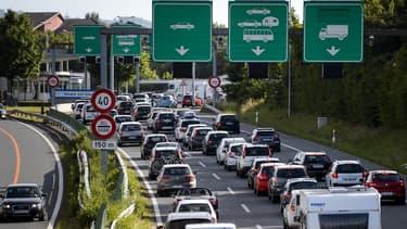 Environ 100.000 habitants de l'Ain et de la Haute-Savoie franchissent la frontière chaque matin pour travailler dans la région de Genève.