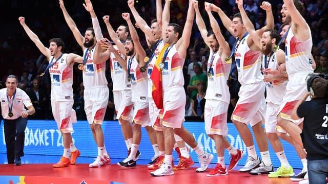 Les Espagnols fêtent leur sacre européen sur le podium