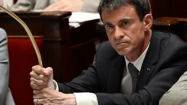 """Manuel Valls annonce la création par l'État de deux cellules de """"community managers"""" contre la propagande jihadiste."""
