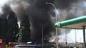 Une épaisse fumée noire s'était dégagée de l'entrepôt qui a brûlé dimanche après-midi à Trappes