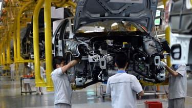 Des ouvriers de Volkswagen travaillant dans l'usine de Chengdu