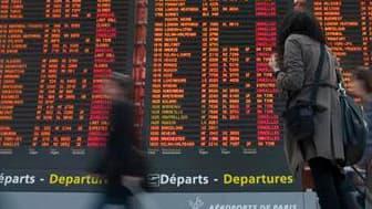 Selon le ministère de l'Ecologie et des Transports, moins d'un millier de Français étaient toujours bloqués dimanche soir à l'étranger, victimes de la désorganisation du transport aérien provoquée par un nuage de cendres volcaniques islandais. /Photo pris
