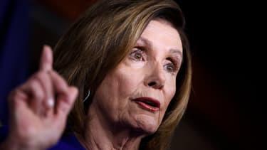 Nancy Pelosi, démocrate de l'Etat de Californie, parle durant as conférence de presse hebdomadaire à Washington DC, aux Etats-Unis.