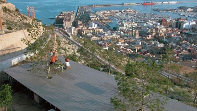 L'agence Obras a notamment conçu ce parc à Alicante, dans les années 1990