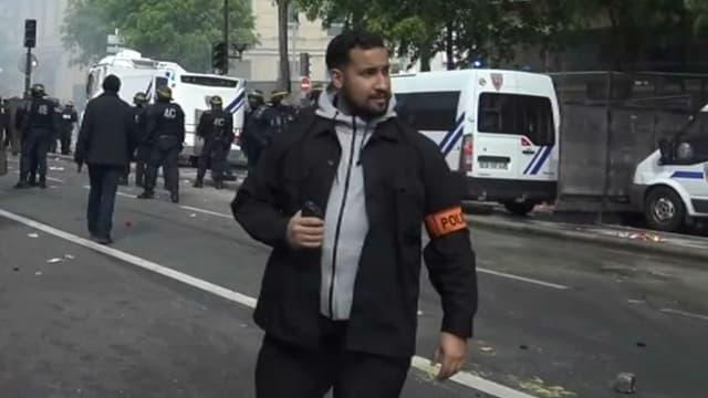 Alexandre Benalla, le 1er-mai 2018 place de la Contrescarpe à Paris. - Capture BFMTV