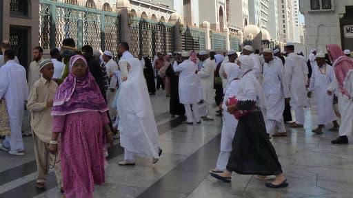 Sortie de la grande mosquée de Médine, en Arabie Saoudite, en novembre 2010.