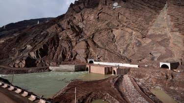Lancé en grande pompe il y a deux ans, le chantier du barrage de Rogun n'est pas encore achevé.