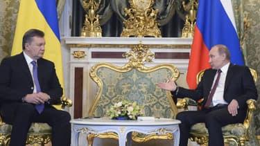 Le président ukrainien Viktor Ianoukovitch et son homologue russe Vladimir Poutine à Moscou le 17 décembre 2013