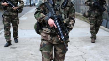 """Des militaires de l'opération """"Sentinelle""""."""