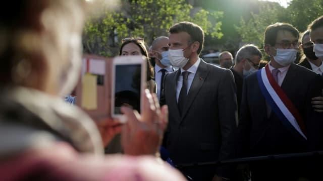 Emmanuel Macron en déplacement à Saint-Cirq-Lapopie, près de Cahors, le 2 juin 2021