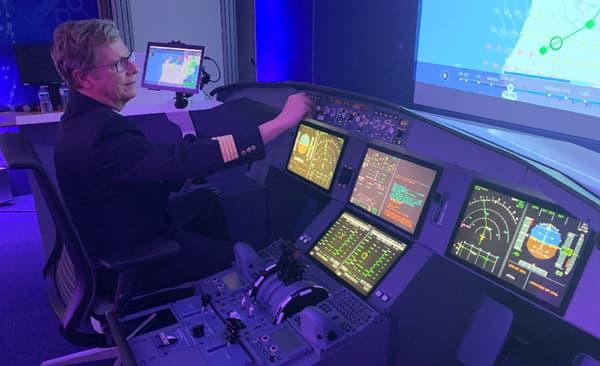 Des pilotes de ligne viennent expérimenter PureFlight dans un cockpit virtuel à Toulouse
