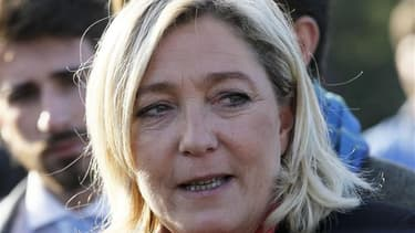 Marine Le Pen a imputé lundi l'élimination, la veille, des candidats du Front national lors du premier tour de trois élections législatives partielles à la prime aux sortants UMP et centriste et à la faible implantation locale de son parti. /Photo prise l