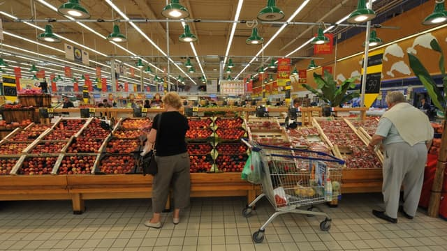 Le rayon fruits et légumes d'un supermarché