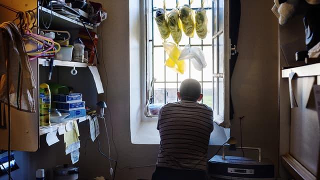 Ce détenu photographié par Grégoire Korganow s'estime chanceux car depuis sa fenêtre, il peut regarder la nature environnante.