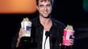"""Des mordus de généalogie ont découvert que l'acteur britannique Robert Pattinson, qui incarne un vampire dans la série de films à succès """"Twilight"""", est un lointain cousin du comte Dracula. /Photo prise le 6 juin 2010/ REUTERS/Mario Anzuoni"""