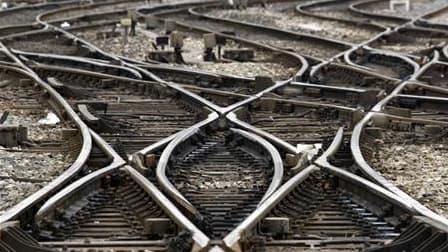 La SNCF prévoit de fortes perturbations du trafic ferroviaire jeudi lors de la journée de mobilisation contre la réforme des retraites organisée par les plus grands syndicats français. /Photo d'archives/REUTERS/Jean-Paul Pélissier