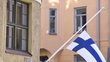 La Finlande a expérimenté le revenu de base dans le cadre d'une réflexion sur leur modèle d'assurance sociale.