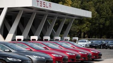 """Pour Elon Musk, patron de Tesla, l'arrivée d'une voiture signée Apple serait """"génial"""" pour l'industrie de la voiture électrique."""