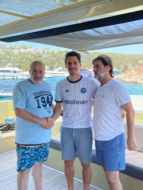 Benjamin Stamboli con la camiseta del Adana Demirspor