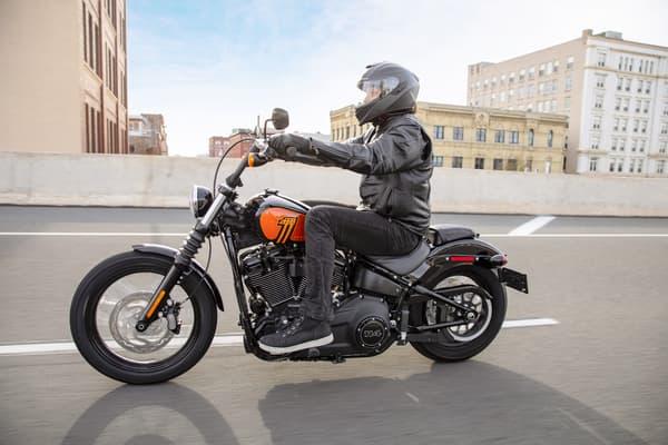 Un modèle Softail Street Bob de Harley-Davidson