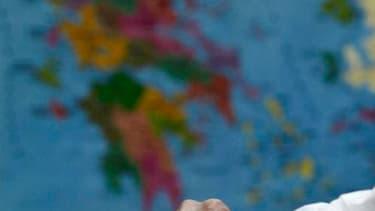 Dans un bureau de vote d'Athènes. Les Grecs sont de retour aux urnes ce dimanche pour de nouvelles élections législatives qui pourraient décider de l'avenir du pays dans la zone euro, suscitant l'angoisse des Européens et des marchés financiers. /Photo pr