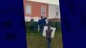 Jean-Pierre Dessein et son adjoint à la sécurité en train de ramener les plaques dans le jardin des habitants.
